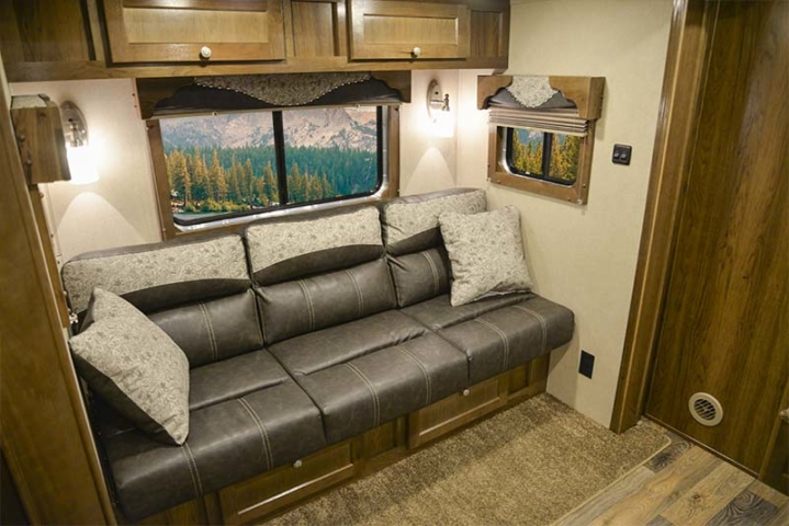 Provencial Hickory in a Laramie SL8X11SFK | SMC Horse Trailers