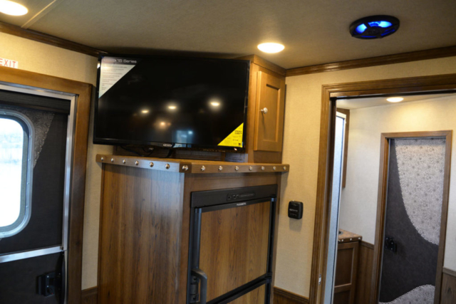 Tv in SL8X9DR Laramie | SMC Trailers