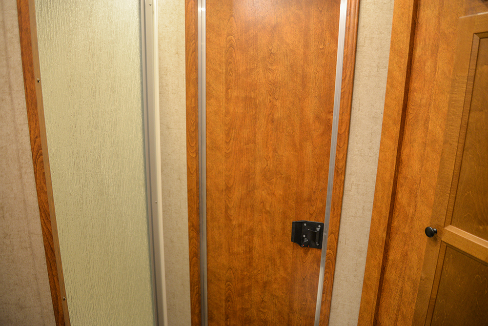 Restroom in Patriot SPX7FK | SMC Trailers