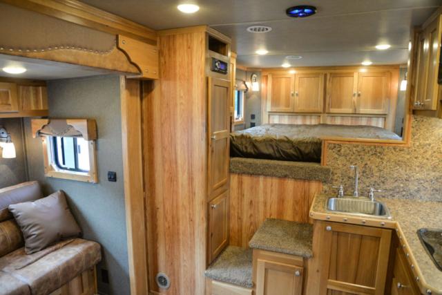 Living quarters in SLE81611SRK Livestock | SMC Trailers