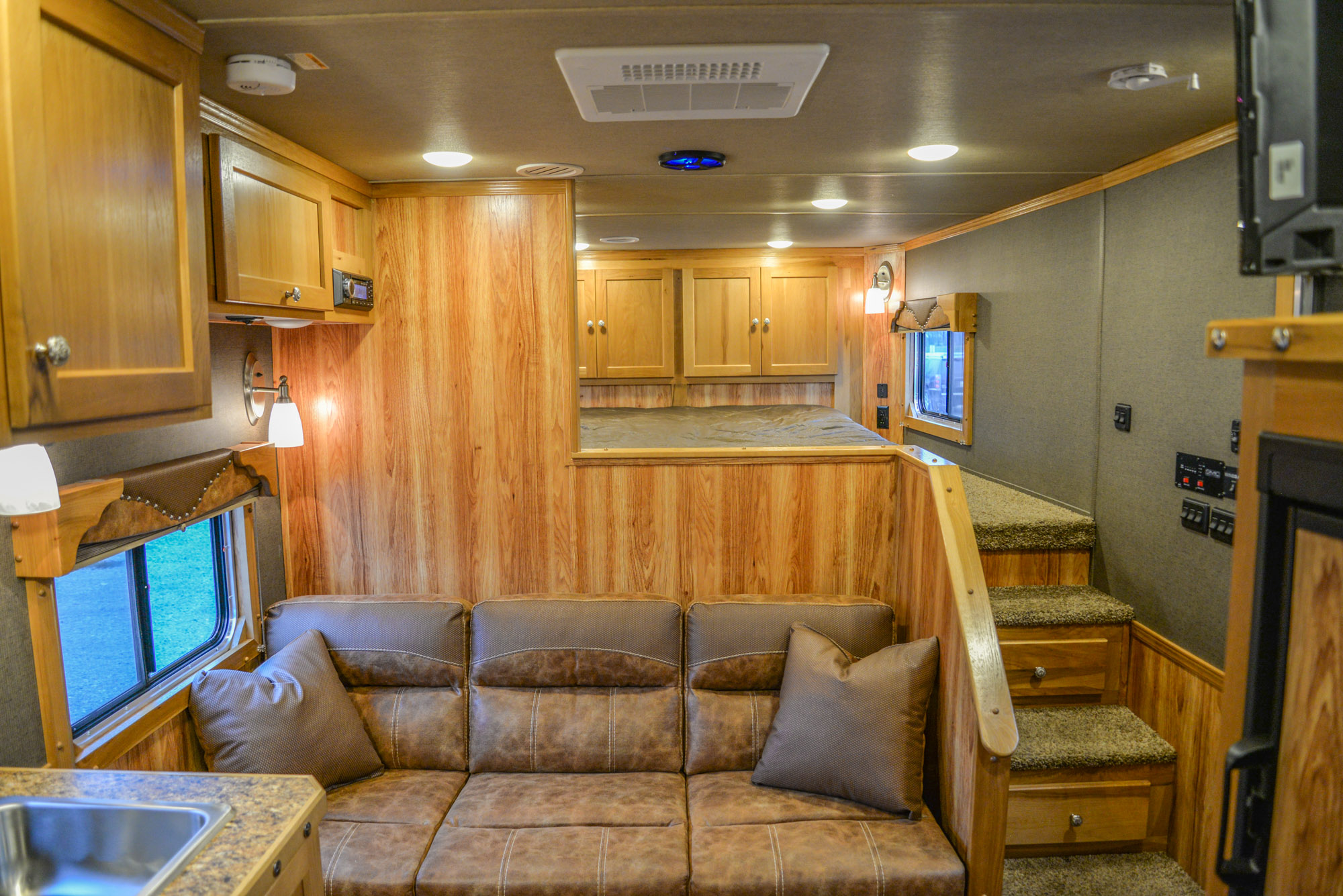 Living Area in a Laramie SL8X11SR | SMC Horse Trailers