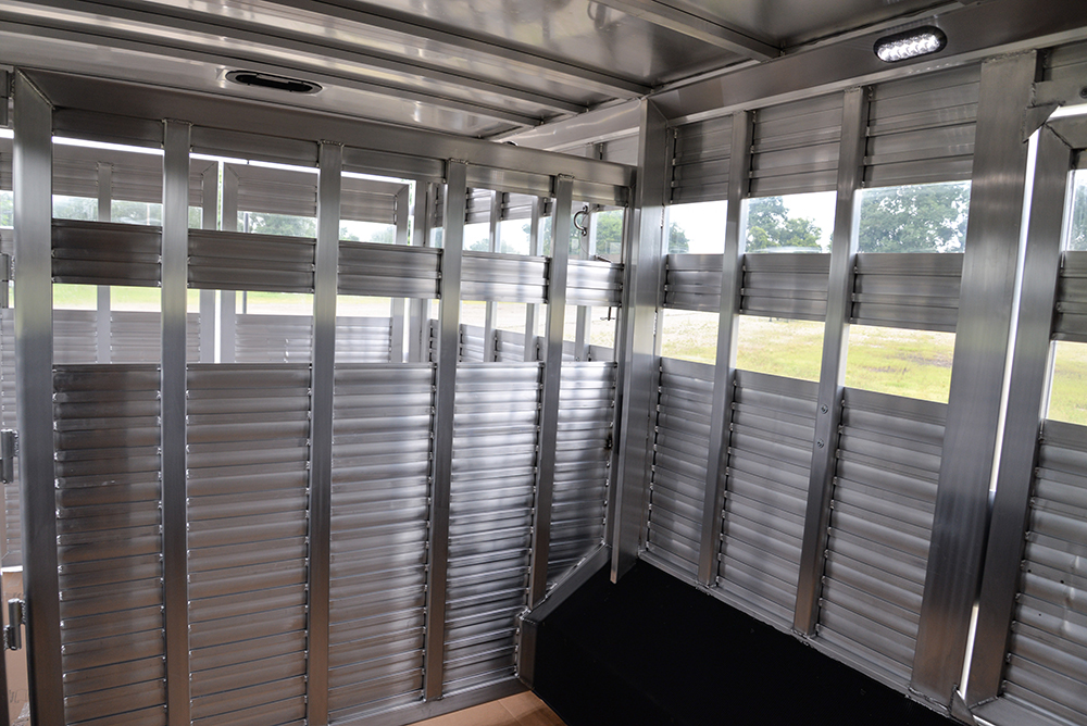 Stock area in Laramie Livestock SLE8X1413SSR (With Bunks) | SMC Trailers