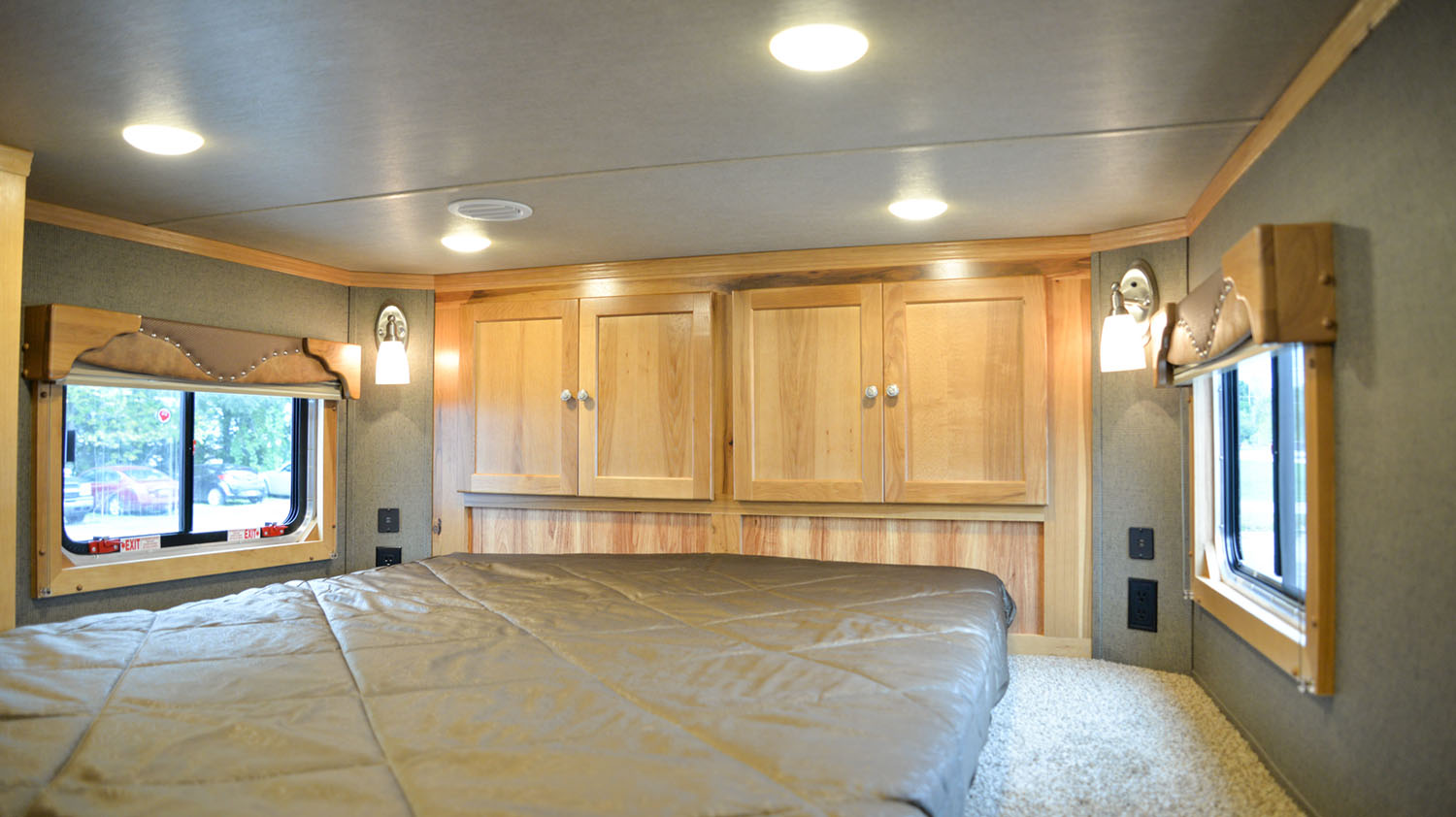 Bedroom in SLE81613SSRT Livestock Edition | SMC Trailers