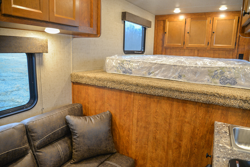 Living space in Patriot SPX7FK | SMC Trailers
