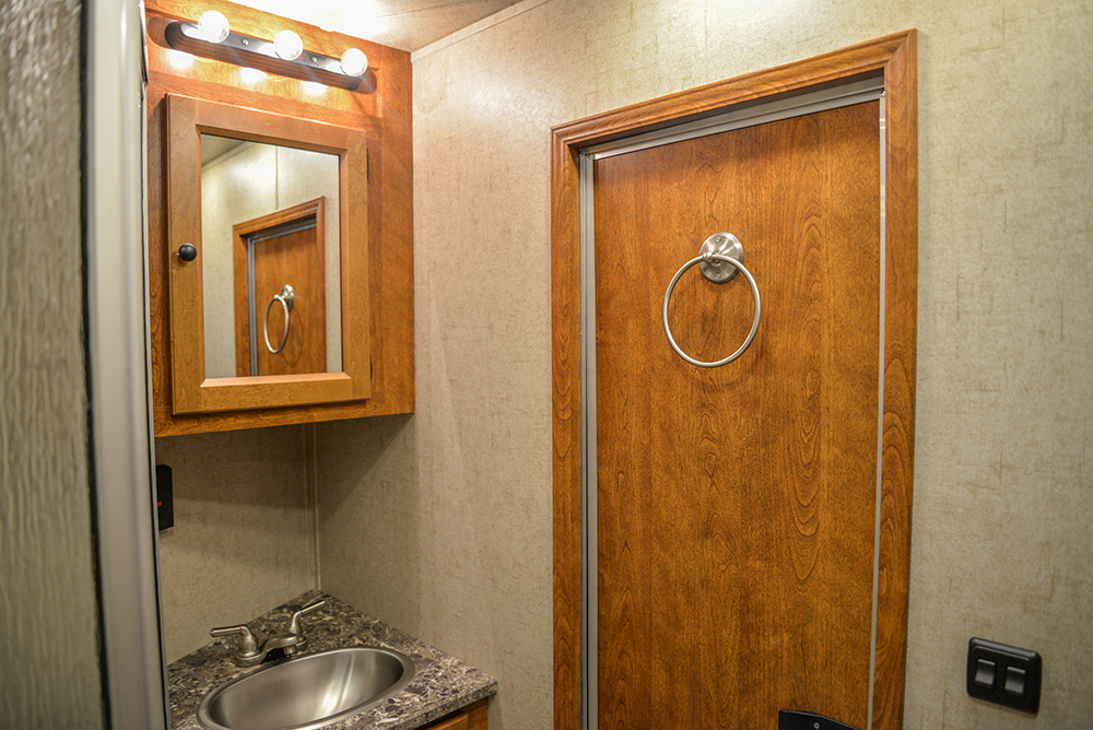 Restroom in Patriot SP8X13SSR | SMC Trailers