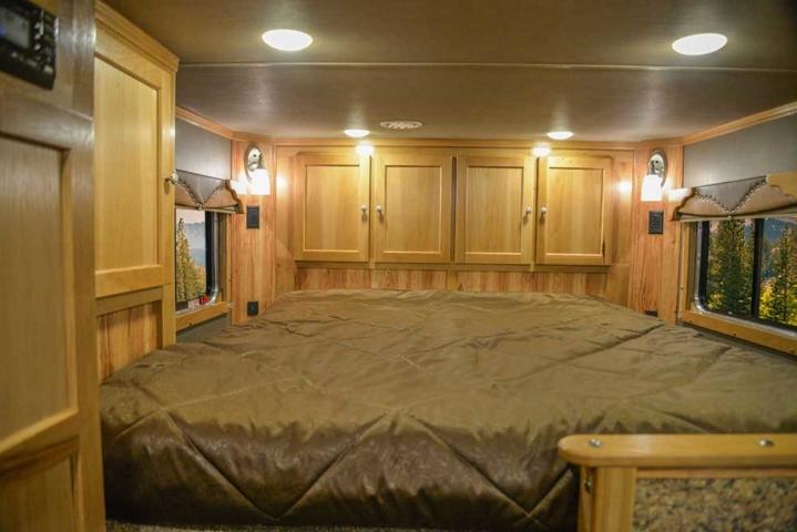 Bedroom in Barnyard Hickory Interior in a Laramie SL8X11SFK | SMC Horse Trailers