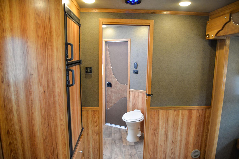 Bathroom in SLE81611SRK Livestock | SMC Trailers