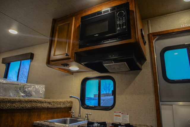 Microwave in Patriot SPX7FK | SMC Trailers