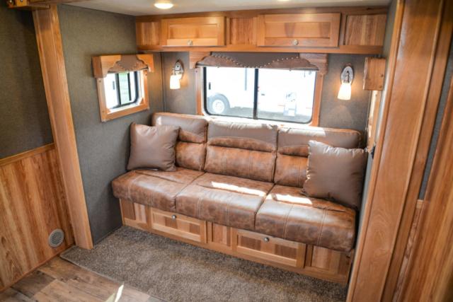 Sofa in SLE81611SRK Livestock | SMC Trailers
