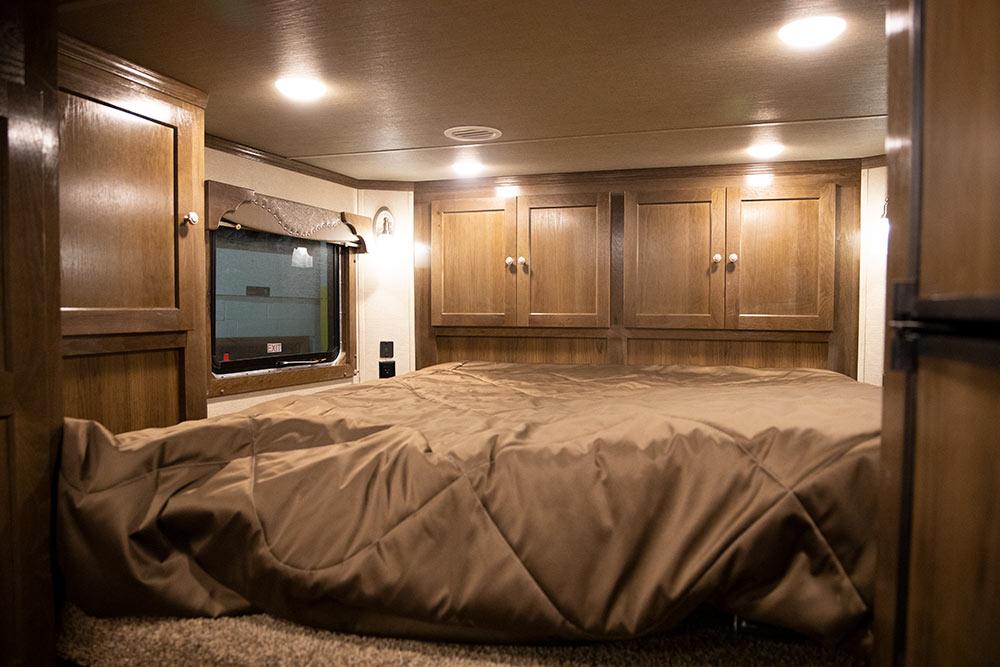 Bed in Gooseneck in a SL8X11SRK   SMC Trailers
