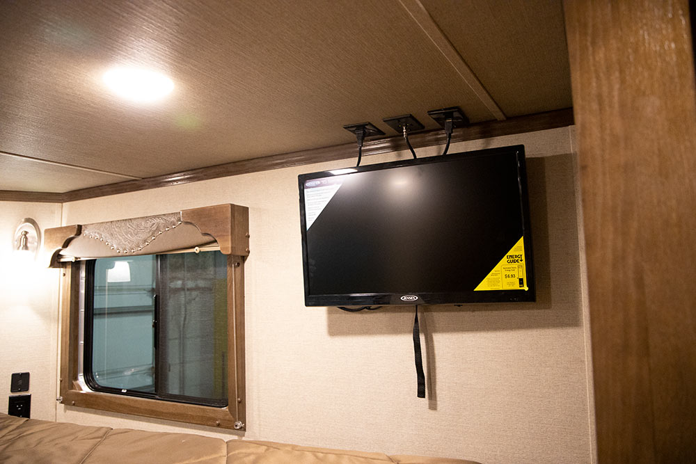 TV in Gooseneck of a SL8X11SRK   SMC Trailers