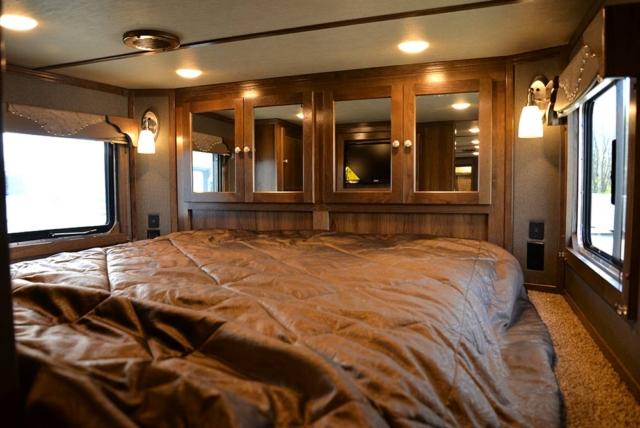 Bed in Gooseneck in SLE8X18SBBSRB Laramie Edition Livestock Trailer | SMC Trailers