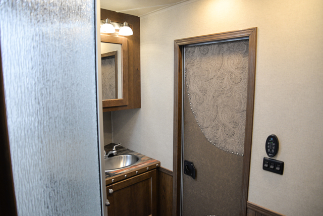 Restroom in Laramie Livestock SLE8X1413SSR (With Bunks) | SMC Trailers