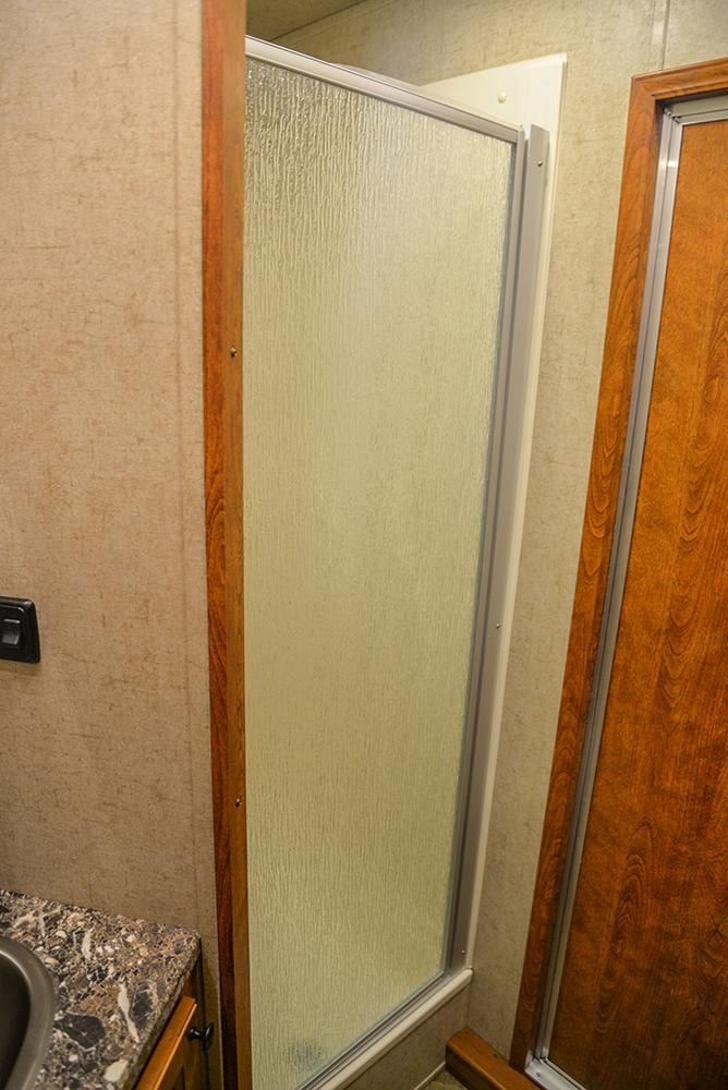 Shower in Patriot SPX7FK | SMC Trailers