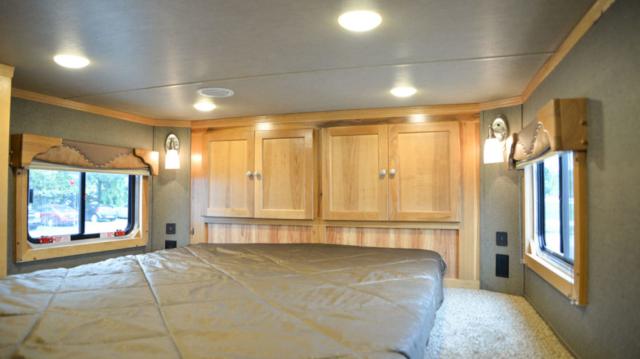 Bedroom in SLE81613SSRT Livestock Edition | SMC Trailers