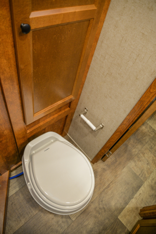 Restroom in Patriot SPX7FK | SMC Trailers