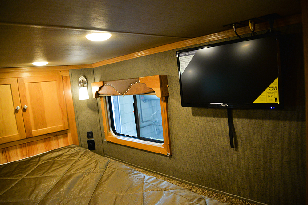 Bedroom in Laramie Livestock SLE8X15DSRK | SMC Trailers