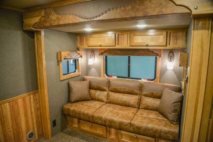 Farmyard Hickory Interior in a Laramie SL8X11SFK | SMC Horse Trailers