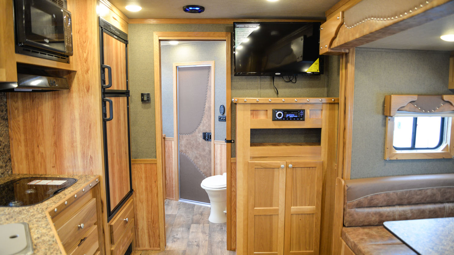 Living space in SLE81613SSRT Livestock Edition | SMC Trailers