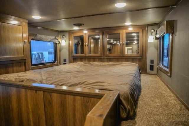 Bed in Gooseneck of a Laramie Livestock SLE8X14SSR | SMC Trailers