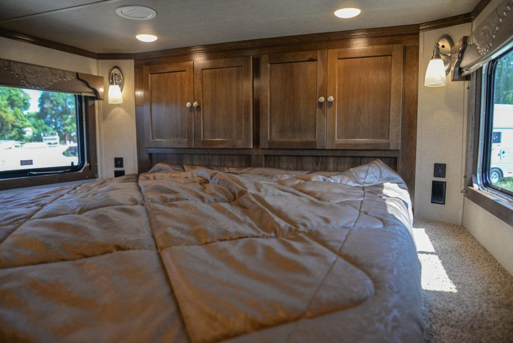 Bed in Gooseneck in a Laramie Livestock SLE8X15SRKCE | SMC Trailers