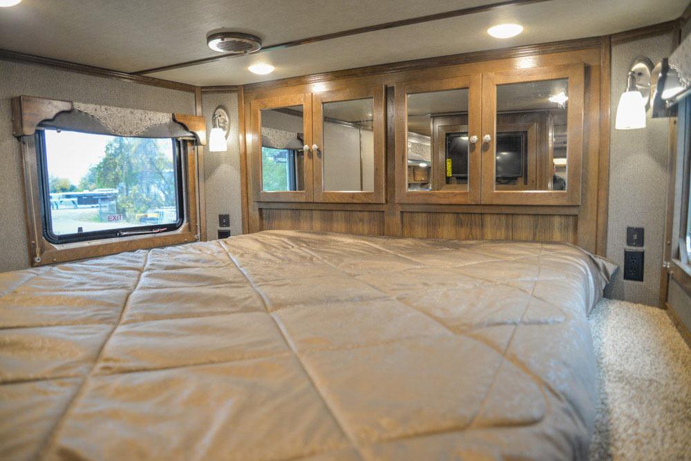 Bed in Gooseneck of a Laramie Livestock SLE8X18SCEB | SMC Trailers